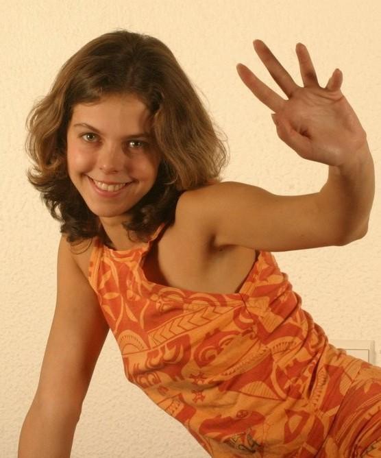 Загорелая милаха с набухшими сосками сняла платье 2 фото