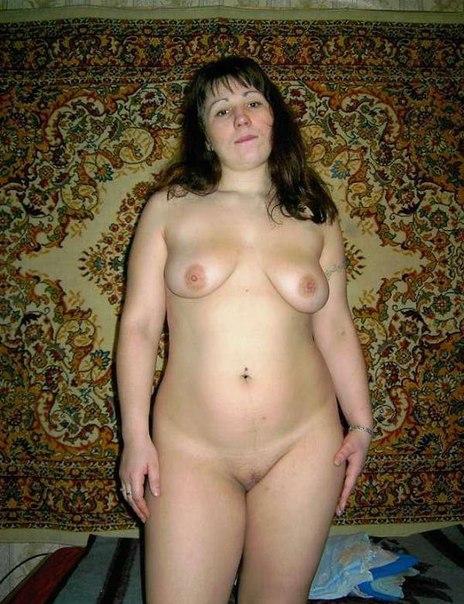 Пухлые мамочки позируют для молодых парней дома 35 фото