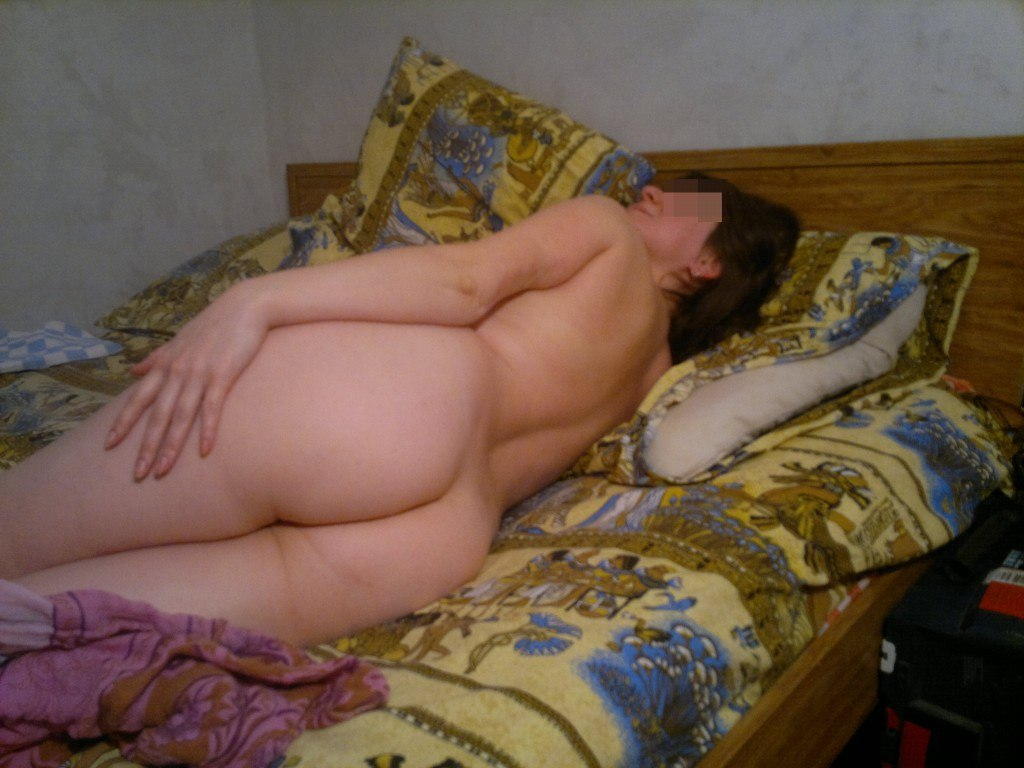 Пухлые мамочки позируют для молодых парней дома 19 фото