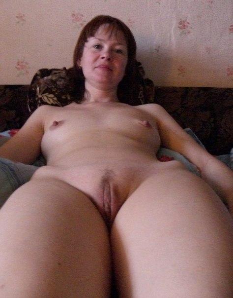 Домашние снимки давалок с голым бюстом и мокренькими дырками 1 фото