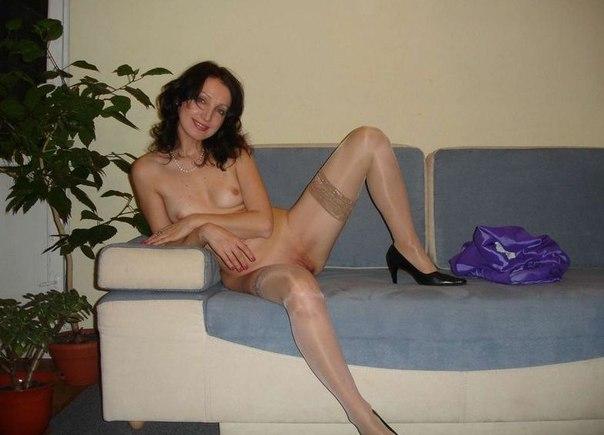 Домашние снимки давалок с голым бюстом и мокренькими дырками 20 фото