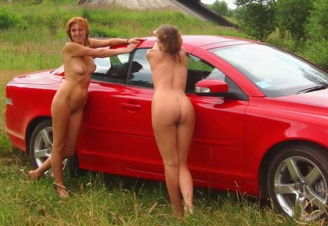 Зрелые лесбиянки ласкают друг друга на кровати 3 фото
