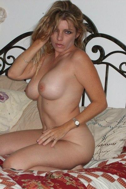 Грудастая 40-летняя дама любит делать минет 3 фото