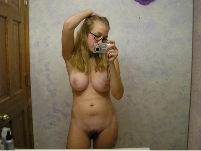 Селфи от знойных красоток с большими буферами в зеркале 15 фото
