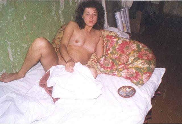 Старшекурсницы раздеваются догола в женском общежитии 4 фото