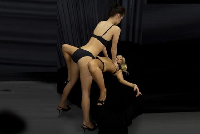 Две любовницы в белье умело позируют перед камерой 14 фото