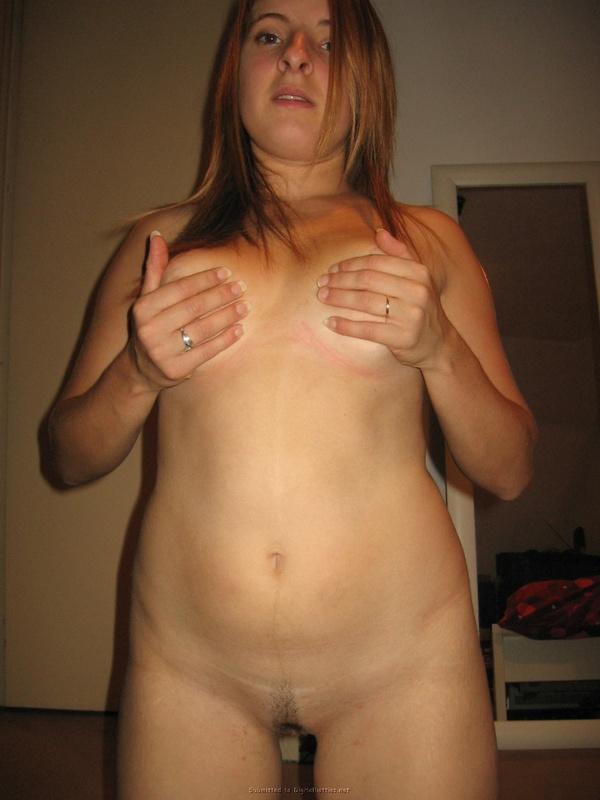 Замужняя баба лижет толстый член мужа и дрочит вагину 12 фото