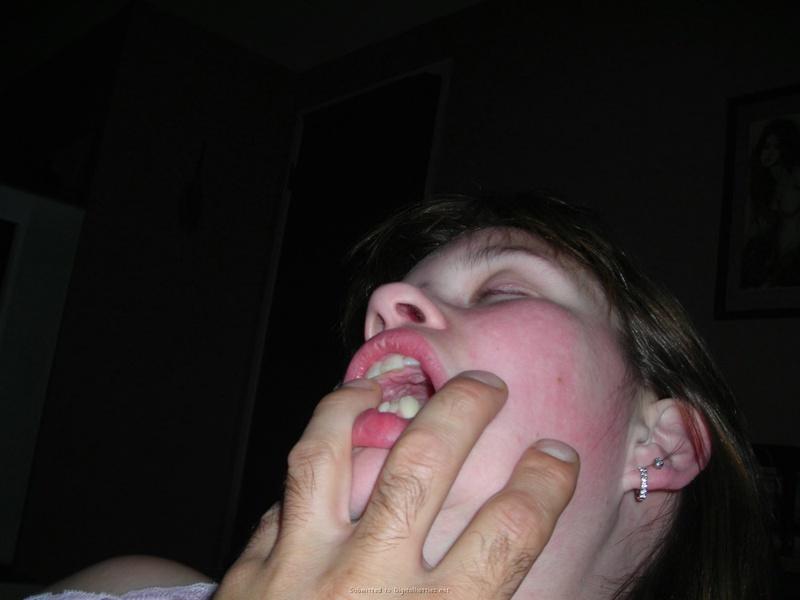 Молодая жена сначала сосет пальцы мужа, а потом член 11 фото