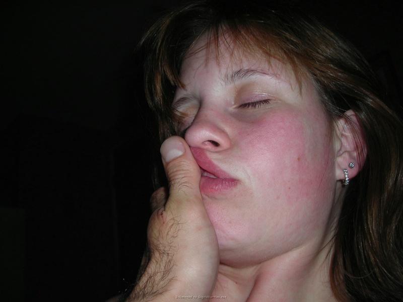 Молодая жена сначала сосет пальцы мужа, а потом член 10 фото