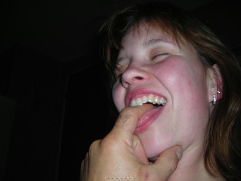 Молодая жена сначала сосет пальцы мужа, а потом член 14 фото