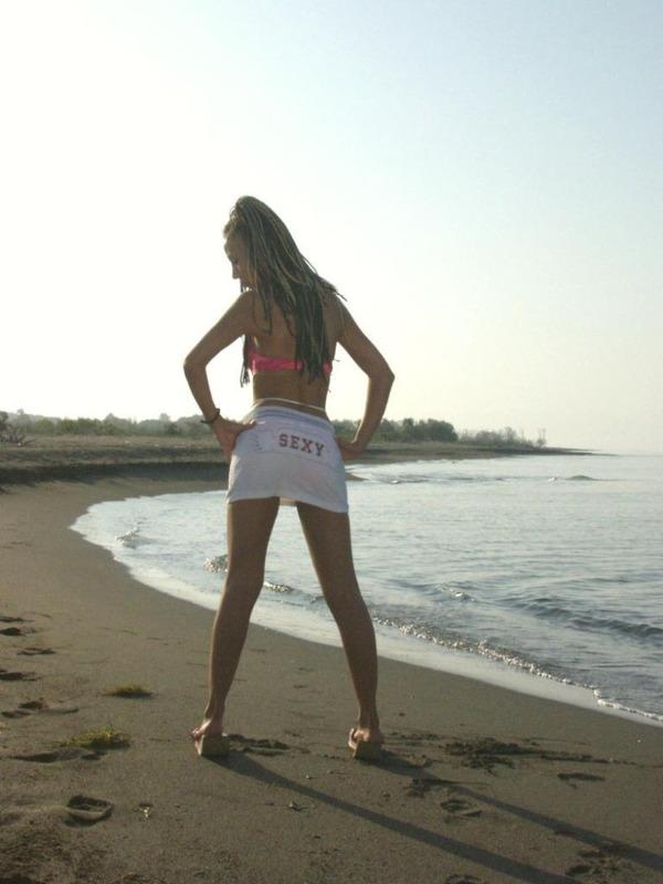 Стройная студентка разделась на Азовском море 1 фото