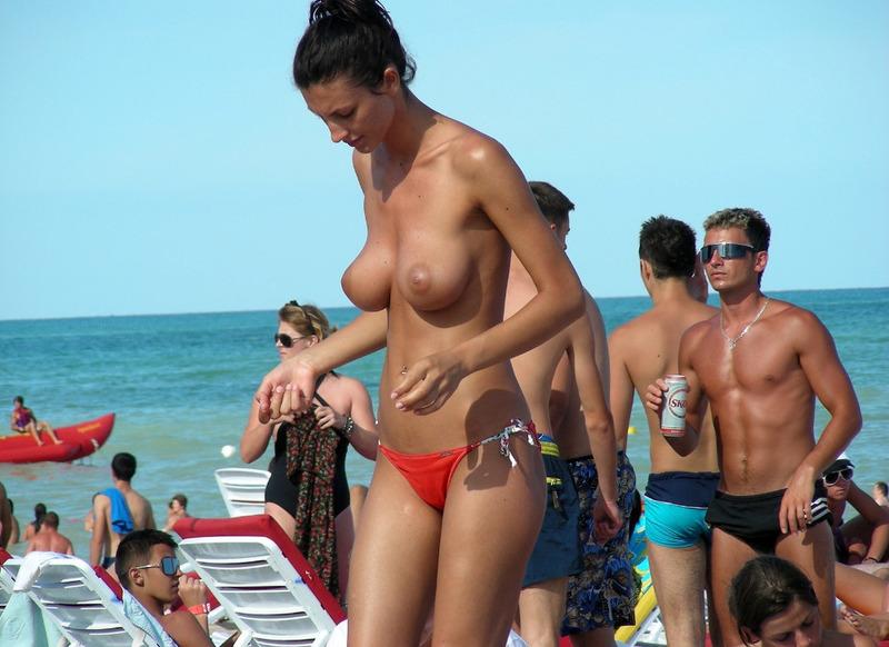 Мужик опубликовал снимки своего отдыха на нудистском пляже 2 фото