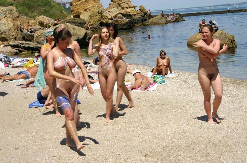 Мужик опубликовал снимки своего отдыха на нудистском пляже 16 фото
