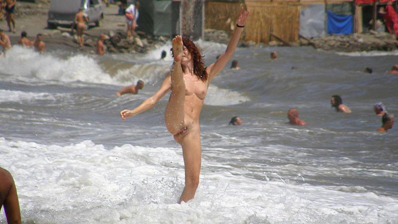 Мужик опубликовал снимки своего отдыха на нудистском пляже 15 фото