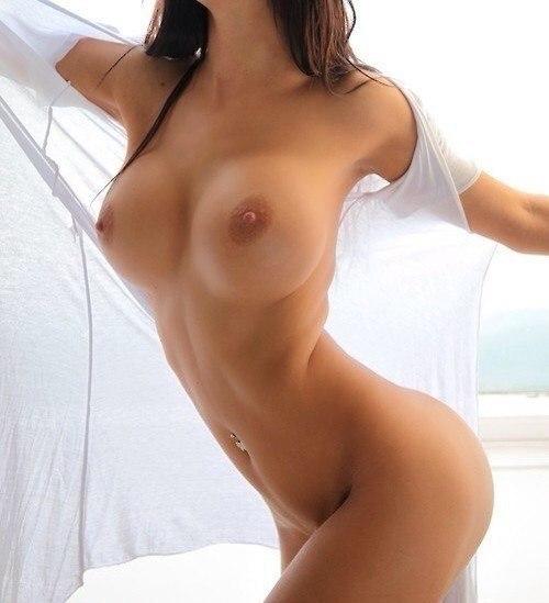 Сексуальные нимфы обнажили большие буфера и окрепшие соски 27 фото
