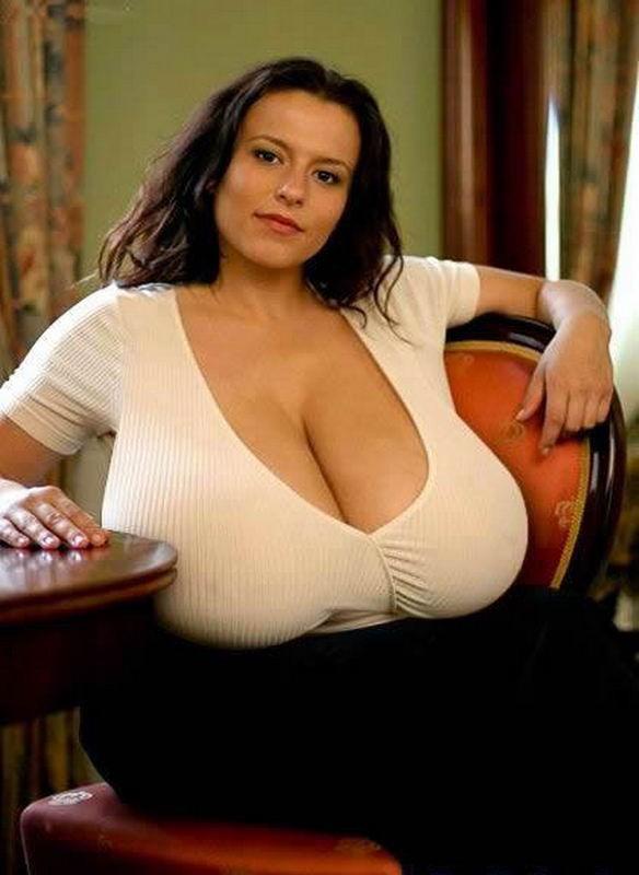 Жены показали огромные натуральные дойки перед камерой 7 фото