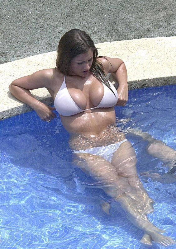 Жены показали огромные натуральные дойки перед камерой 14 фото