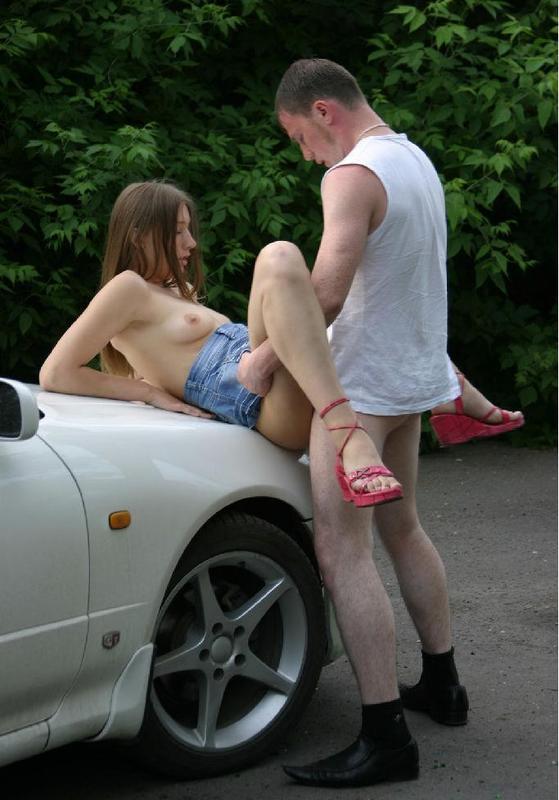 Чел убойно трахается с девушкой на свежем воздухе 11 фото