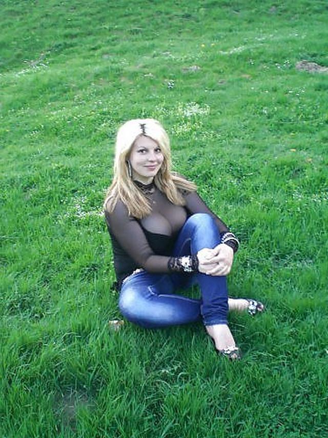Женщины с огромными и сочными сиськами 4 фото