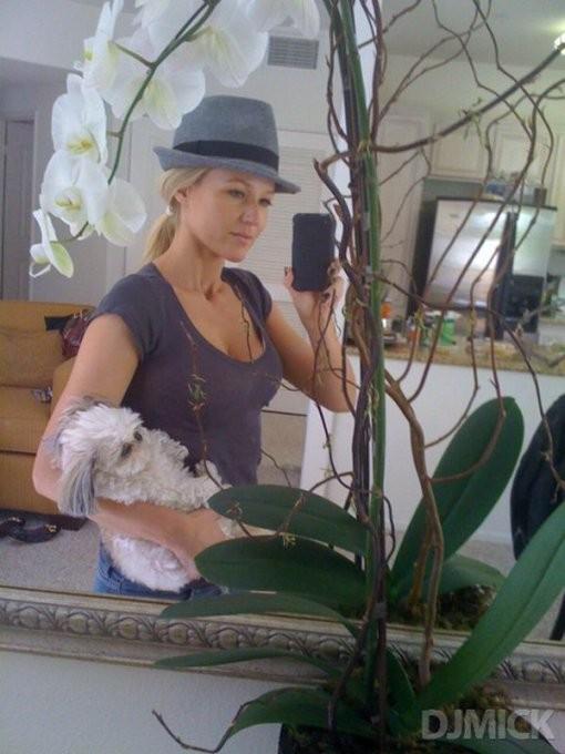 Селфи милых студенток в зеркале 11 фото