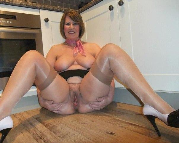 Сексапильные толстушки возбуждают большими дойками 14 фото