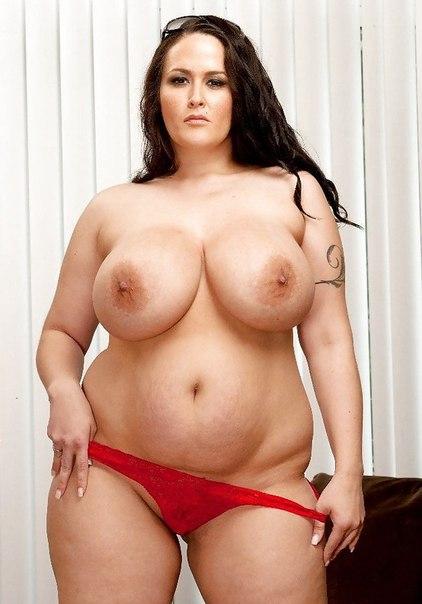 Сексапильные толстушки возбуждают большими дойками 13 фото