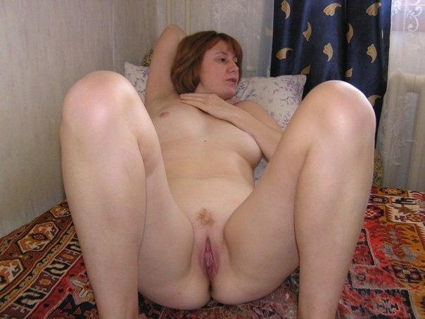 На обнажённых красотках много спермы после длительного секса 23 фото