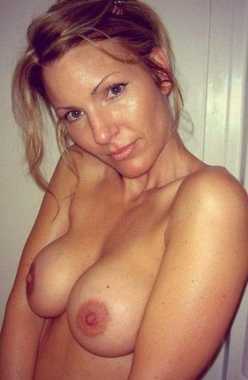 На обнажённых красотках много спермы после длительного секса 41 фото