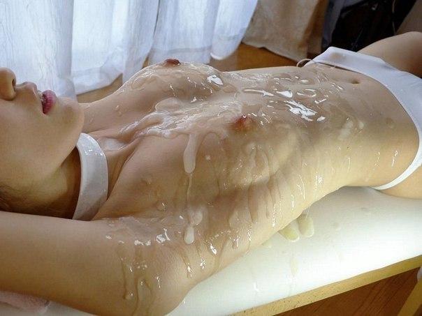 На обнажённых красотках много спермы после длительного секса 22 фото