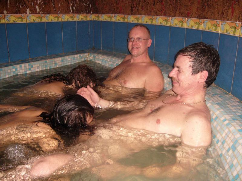 Классный отдых в бане молодых 6 фото