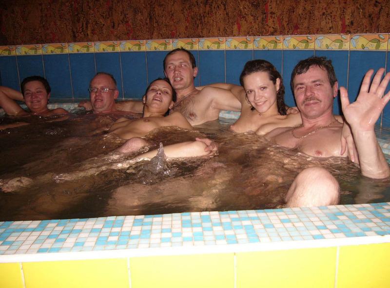 Классный отдых в бане молодых 1 фото