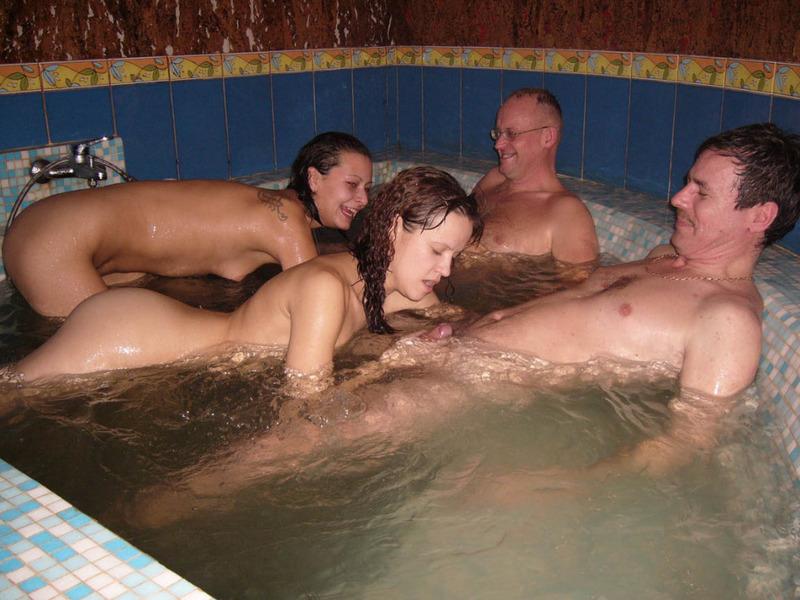 Классный отдых в бане молодых 7 фото