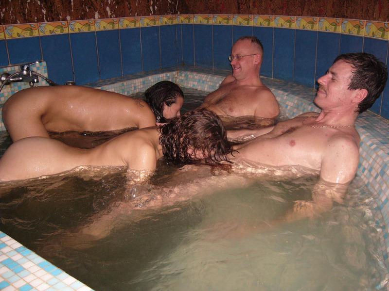 Классный отдых в бане молодых 8 фото