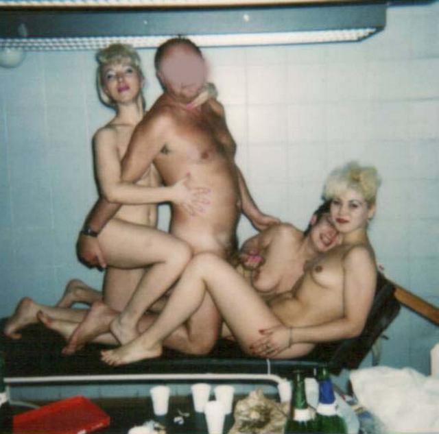 Групповой секс супружеских пар из 90х 16 фото
