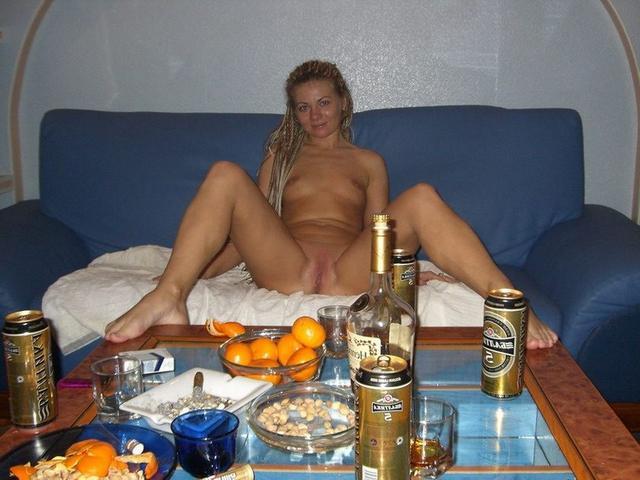 Домашняя обнаженка пьяных тёлок 14 фото