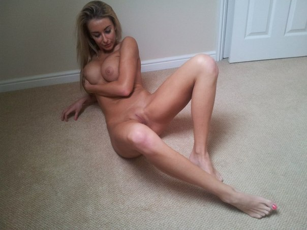 Домашняя подборка мастурбации от тёток с большими буферами 18 фото