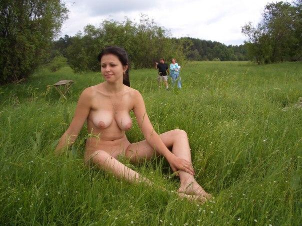 Обнаженка сисястых провинциалок на турбазе 18 фото