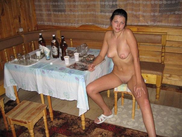 Обнаженка сисястых провинциалок на турбазе 22 фото