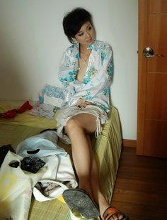Скромная азиатка девушка показала себя голой