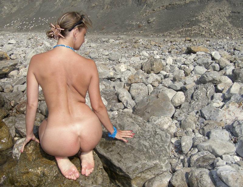 Голая баба впервые делает снимки голой на берегу моря 11 фото