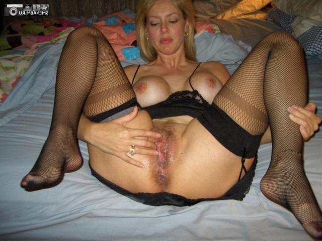 Мамочки с большими жопами светят волосатыми вагинами 11 фото