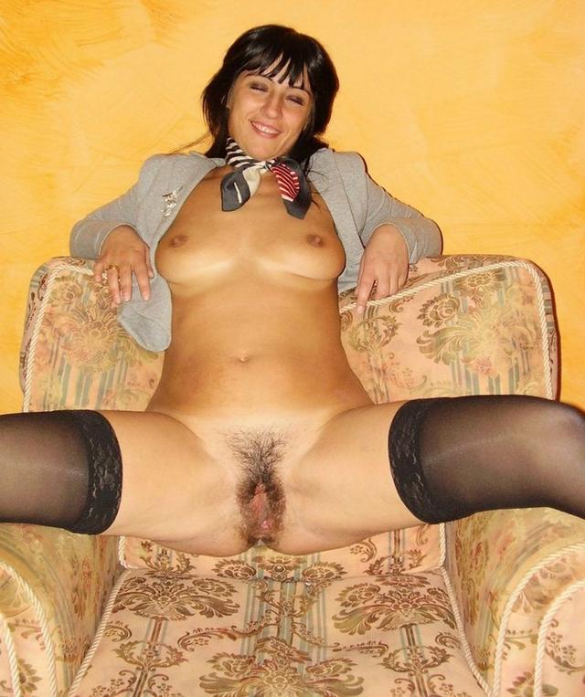 Мамочки с большими жопами светят волосатыми вагинами 32 фото
