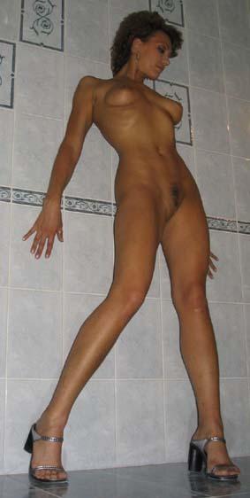 Любовница делает минет перед сексом в ванной 9 фото