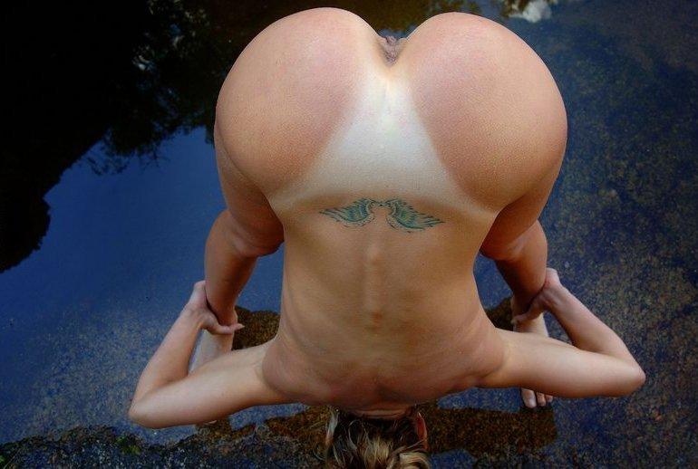 Спортивная милфа занимается йогой в пруду 16 фото