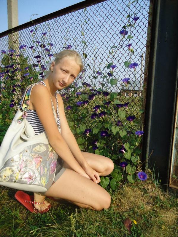 Худая россиянка из села пробует секс втроем ЖМЖ 3 фото