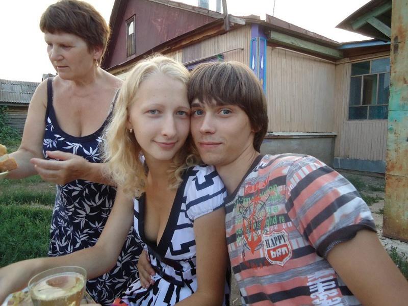 Худая россиянка из села пробует секс втроем ЖМЖ 1 фото