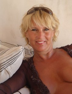 Особо жаркое лето для сексуальной зрелой блондинки