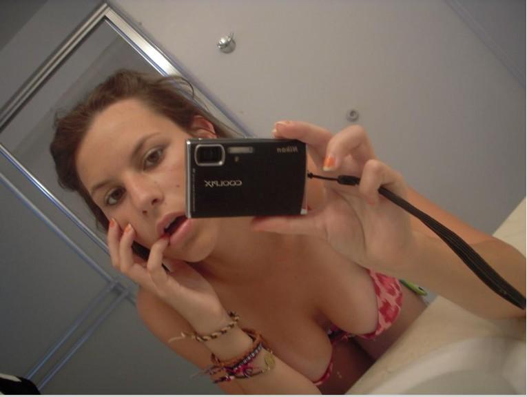 Подборка селфи голых девушек от 18 лет 1 фото