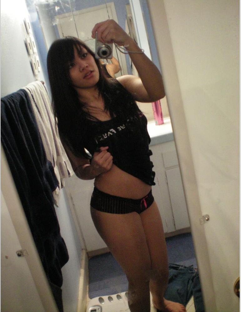 Подборка селфи голых девушек от 18 лет 8 фото