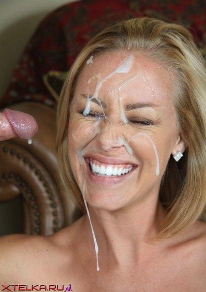 Гламурные девки делают минет и размазывают сперму по лицу 21 фото